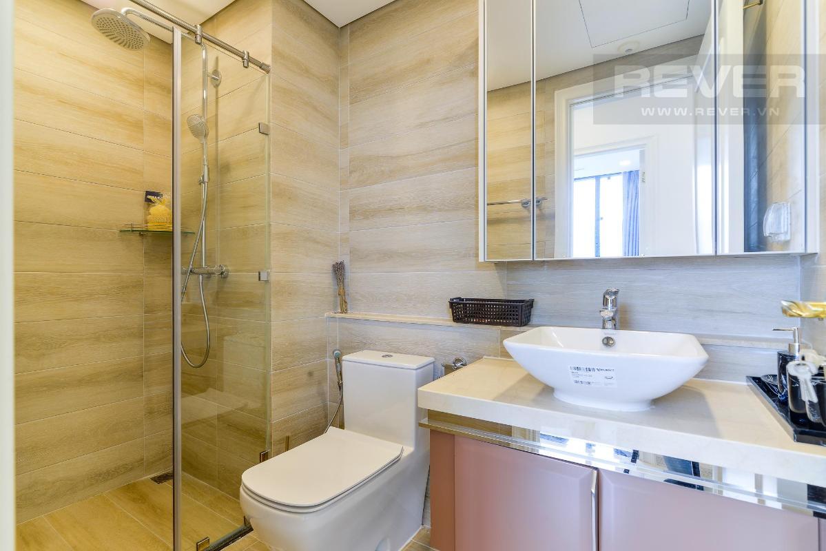 9 Cho thuê căn hộ Vinhomes Golden River 2PN, tầng thấp, đầy đủ nội thất, view sông và Landmark 81