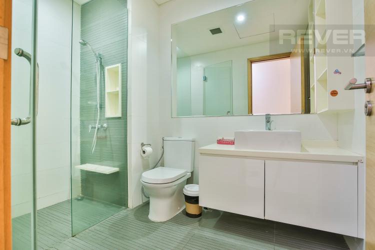 Toilet 1 Căn hộ The Vista 2 phòng ngủ tầng cao tòa T4 view hồ bơi