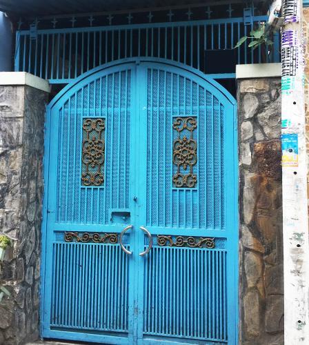 Bán nhà hẻm Tôn Thất Thuyết, cách cầu Kênh Tẻ 800m, sổ hồng đầy đủ.