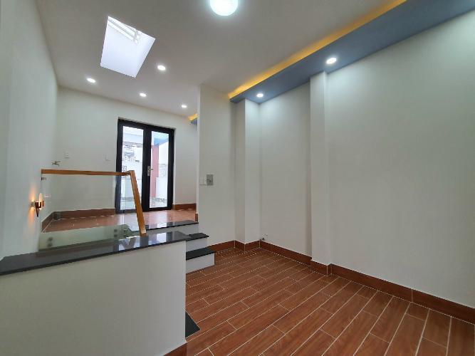 Hành lang phòng ngủ Nhà phố hướng Tây Bắc diện tích sử dụng 185m2, nội thất cơ bản.