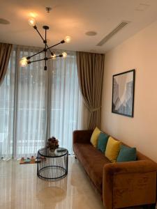 Bán căn hộ Vinhomes Golden River tầng cao, diện tích 49m2 - 1 phòng ngủ, đầy đủ nội thất