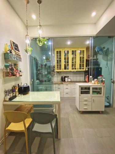Phòng bếp Ehome S Nam Sài Gòn, Bình Chánh Căn hộ Ehome S Nam Sài Gòn tầng trung, bàn giao đầy đủ nội thất.