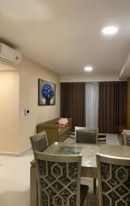 Căn hộ The Tresor 3 phòng ngủ tầng cao diện tích 110.5m2, nội thất cơ bản.