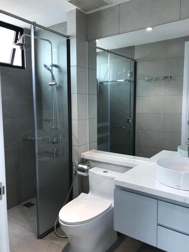 Phòng tắm Căn hộ Feliz En Vista Căn hộ Feliz En Vista tầng cao, nội thất cơ bản, view thành phố.