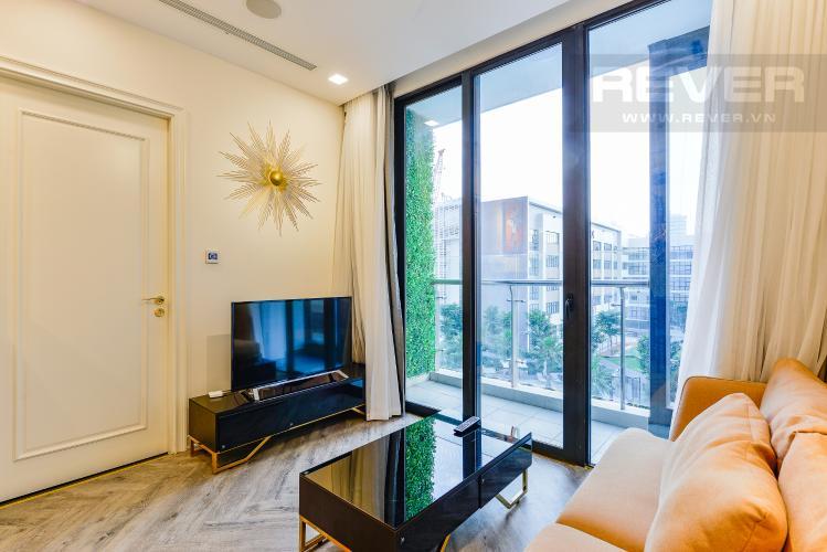 Phòng khách Căn hộ Vinhomes Golden River tầng thấp, tháp Aqua 4, 2 phòng ngủ, view hồ bơi.