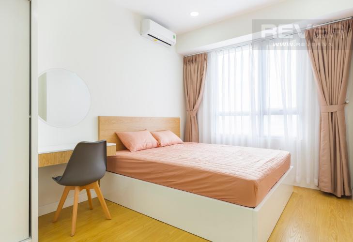 Phòng ngủ lớn view Đông Bắc Căn hộ Masteri Thảo Điền 2 phòng ngủ tầng trung T3 nội thất đầy đủ