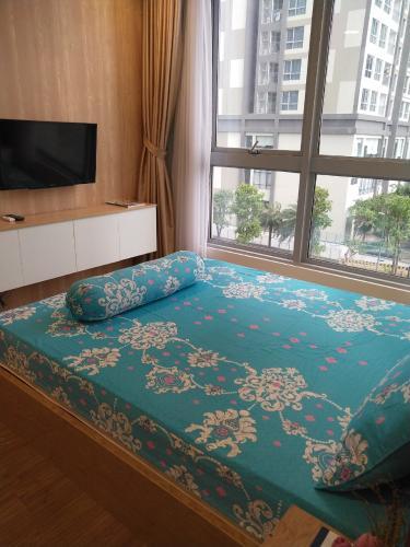 Phòng ngủ căn hộ VINHOMES CENTRAL PARK Bán hoặc cho thuê căn hộ Vinhomes Central Park 1PN, tầng thấp, tháp Landmark 4, đầy đủ nội thất