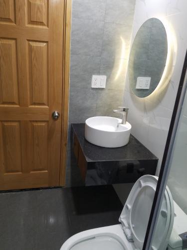 Nhà vệ sinh SSR Căn hộ Saigon South Residence đầy đủ nội thất, thiết kế hiện đại.