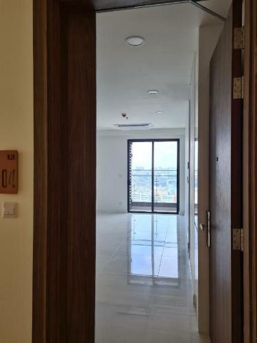 Phòng khách căn hộ Kingdom 101, Quận 10 Căn hộ Kingdom 101 view nội khu thoáng mát yên tĩnh, hướng Đông.