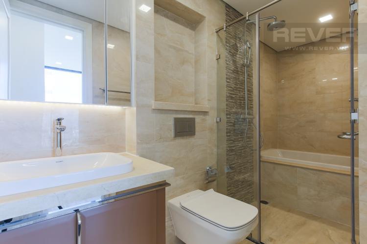 Phòng Tắm 1 Bán hoặc cho thuê căn hộ Vinhomes Golden River 2PN, tầng cao, tháp The Aqua 1, view sông Sài Gòn