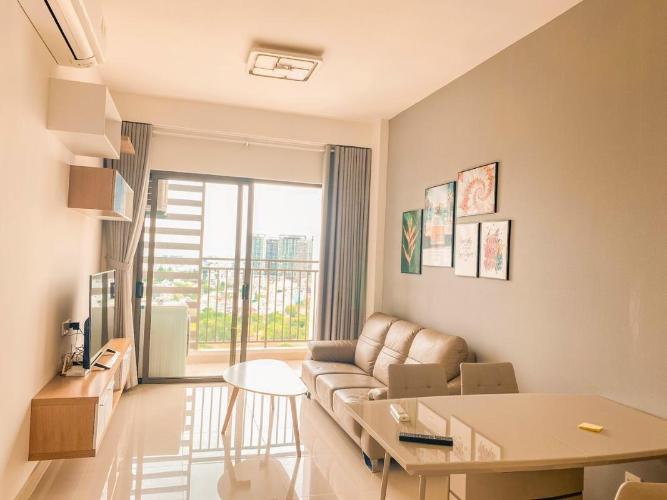 Phòng khách CH 2PN The Sun Avenue Căn hộ The Sun Avenue tầng cao, view thành phố mát mẻ.