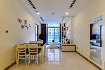 Bán và cho thuê căn hộ Vinhomes Central Park 2 phòng ngủ tầng cao tháp Park 1, view sông mát mẻ