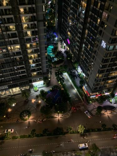 View ban công căn hộ Vinhomes Central Park Căn hộ Vinhomes Central Park, 3 phòng ngủ đầy đủ nội thất.
