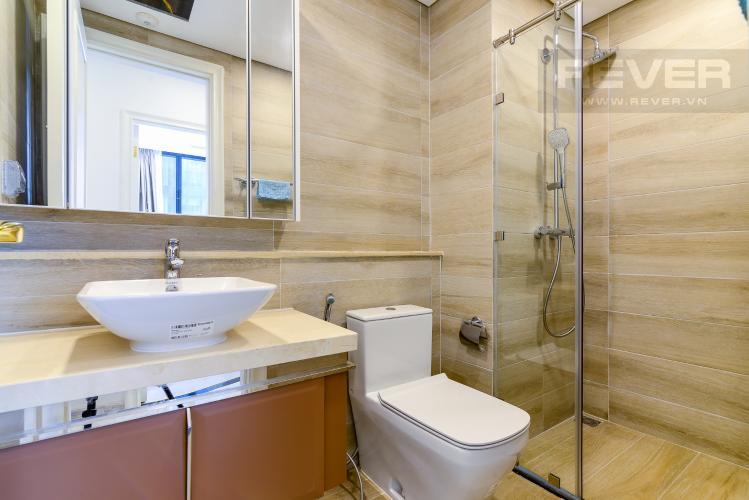 Phòng Tắm 1 Căn hộ Vinhomes Golden River 2PN, đầy đủ nội thất, view hồ bơi và sông Sài Gòn