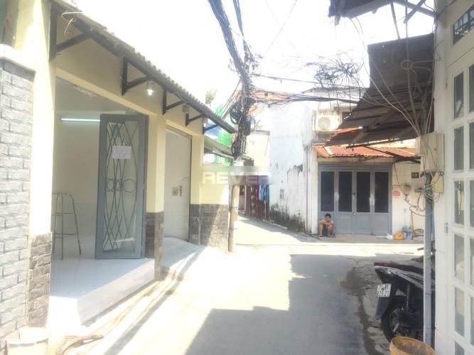 Hẻm nhà phố đường số 6, Thủ Đức Nhà phố ngã 3 hẻm tiện kinh doanh, hướng Đông Nam.