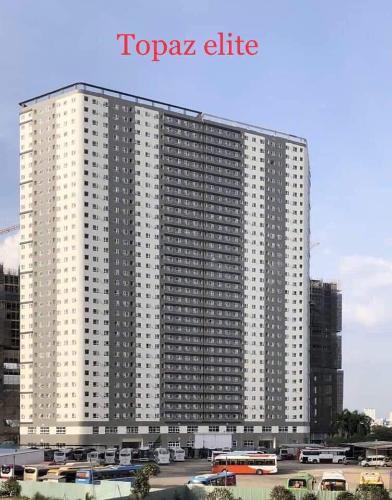 Bên ngoài toà nhà Topaz Elite Căn hộ tầng thấp Topaz Elite view thành phố, hướng Tây Bắc.
