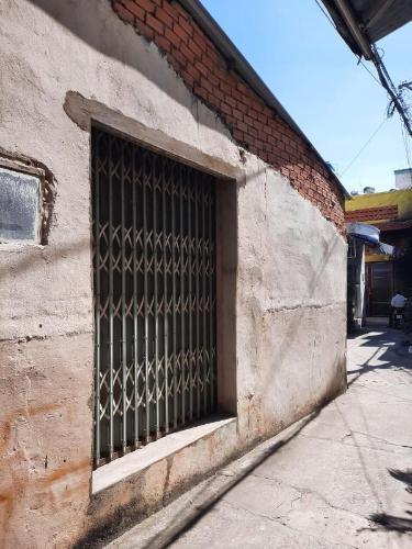 Mặt tiền nhà phố Nguyễn Thượng Hiền, Bình Thạnh Nhà nát hướng Đông Bắc, diện tích 45.1m2, khu dân cư an ninh.