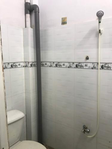 Phòng tắm nhà phố đường Lê Văn Lương, Quận 7 Nhà phố hướng Nam nội thất cơ bản, bàn giao ngay sổ hồng.
