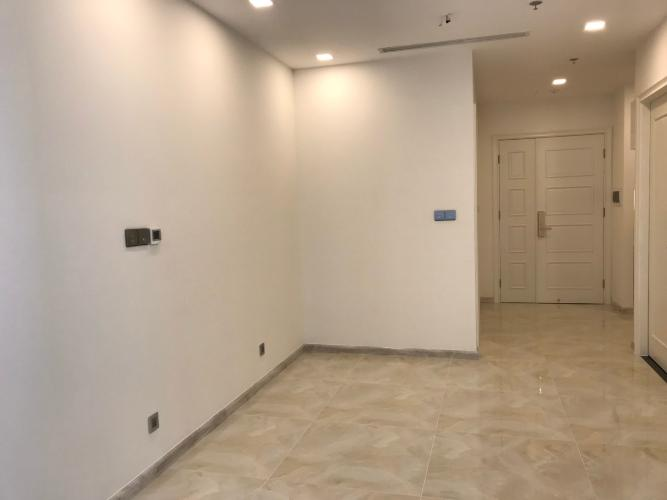 Bán căn hộ Vinhomes Golden River 1PN, tháp The Aqua 1, nội thất cơ bản, có ban công thông thoáng