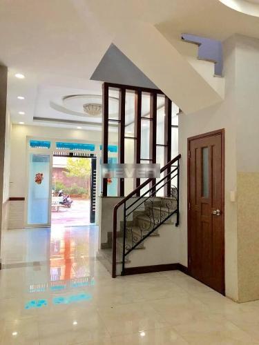 Phòng khách nhà phố Tân Phú Nhà phố mặt tiền diện tích đất 46.2m2, vị trí thuận tiện kinh doanh.