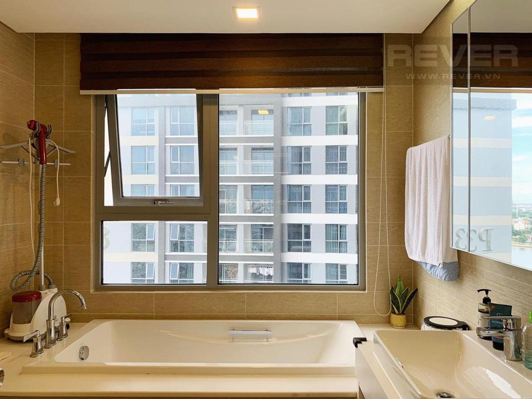 Bồn tắm nằm Bán căn hộ Vinhomes Central Park 4PN, tháp Park 4, đầy đủ nội thất sang trọng, view sông và công viên mát mẻ