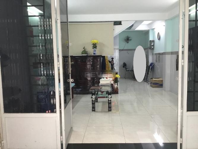 Phòng khách nhà phố Nguyễn Xí, Bình Thạnh Nhà phố hướng Đông Nam hẻm xe hơi, khu dân cư an ninh.