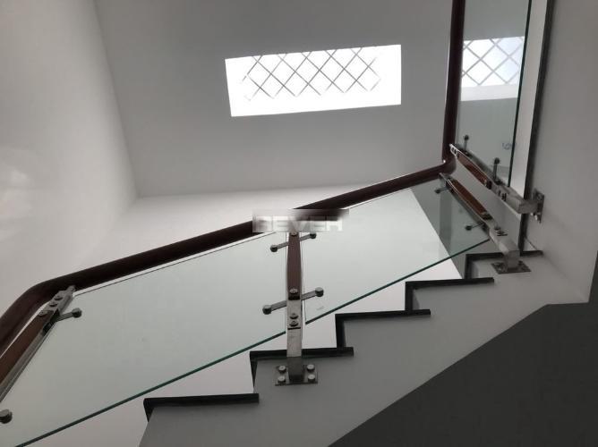 Cầu thang Nhà phố quận 9 Nhà phố quận 9 hẻm xe hơi, diện tích 4x13,5m, nội thất cơ bản.