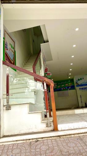 cầu thang Nhà phố hướng Đông Nam mặt tiền, diện tích sử dụng 432m2.