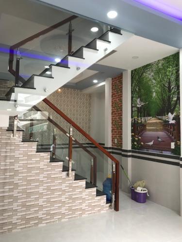 Phòng khách nhà phố Gò Vấp Nhà phố diện tích đất 32.5m2 nội thất cơ bản, hẻm trước nhà rộng 4m.