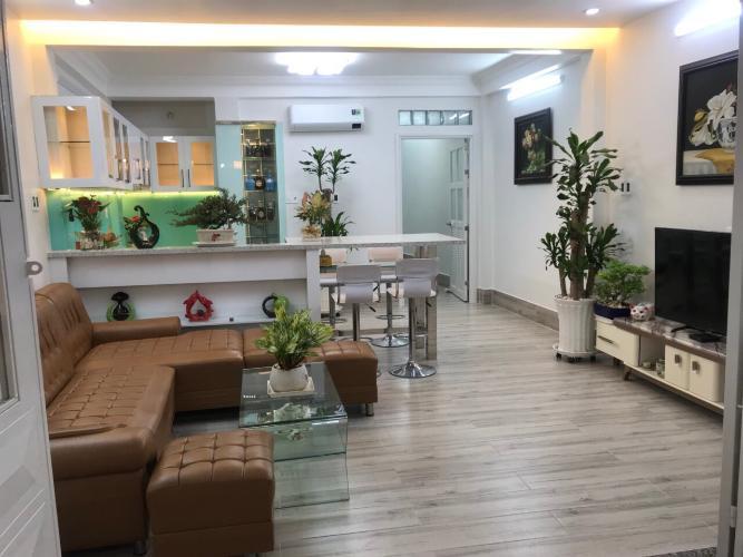 Phòng khách nhà phố quận Phú Nhuận Bàn nhà hẻm 3 tầng, 3 phòng ngủ, diện tích đất 43m2, diện tích sàn 158m2, thiết kê hiện đại, đầy đủ nội thất