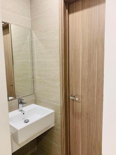 Nhà vệ sinh căn hộ Vinhomes Grand Park Căn hộ Vinhomes Grand Park tầng thấp, nội thất cơ bản.