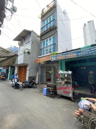 Mặt tiền nhà phố Đoàn Văn Bơ, Quận 4 Nhà phố mặt tiền kinh doanh sầm uất, hướng Đông Bắc.