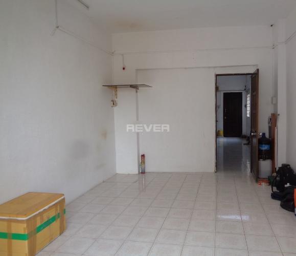 Phòng khách chung cư Minh Phụng, Quận 6 Căn hộ chung cư Minh Phụng hướng Đông Bắc, nội thất cơ bản.