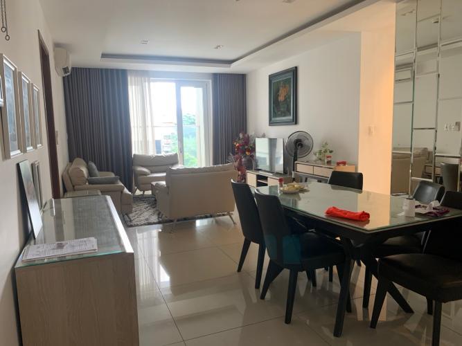 Phòng khách căn hộ Sky Center, Tân Bình Căn hộ Sky Center tầng thấp ban công hướng Đông, đầy đủ nội thất.