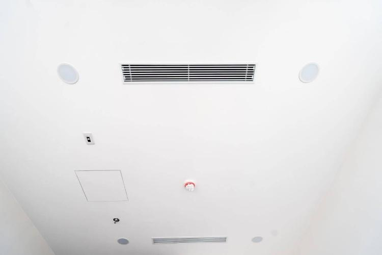 Hệ thống máy lạnh căn hộ Sunshine City Saigon Căn hộ Sunshine City Saigon nội thất cơ bản tầng thấp, view thành phố.