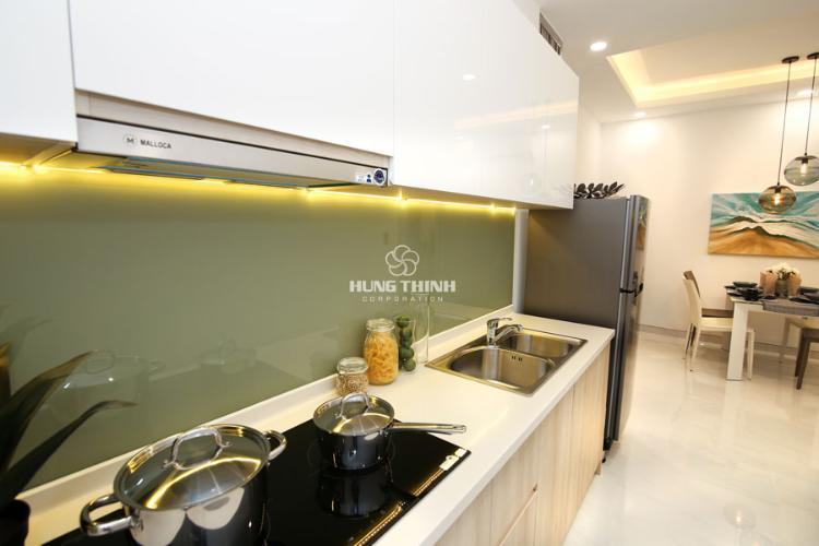 Nội thất bếp Căn hộ Q7 Saigon Riverside nội thất cơ bản nhìn ra đường phố.