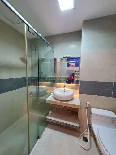 Phòng tắm căn hộ La Casa Căn hộ La Casa nội thất cơ bản, view thoáng mát.