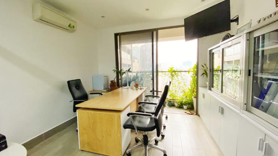 Officetel Masteri Millennium tầng thấp, đầy đủ nội thất văn phòng.