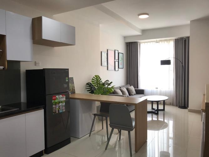 Phòng khách Căn hộ RiverGate Residence tầng cao, ban công hướng Tây Nam.
