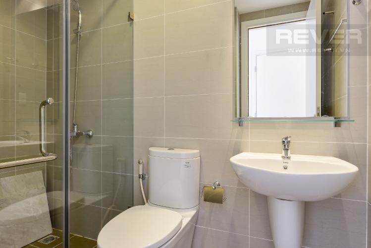 phòng tắm 2 Căn hộ Masteri Thảo Điền tầng cao T1 view về sông và khu Thảo Điền