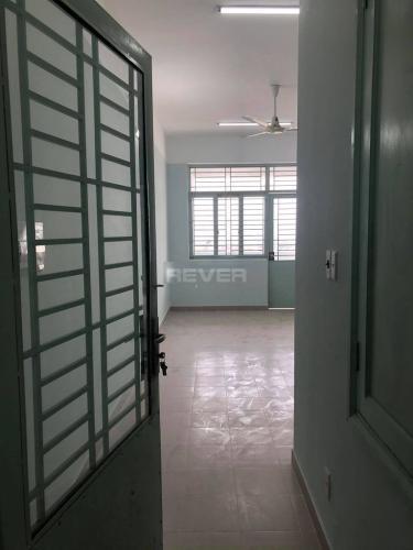 Căn hộ chung cư Phú Thọ tầng trung, hướng Đông Nam view thành phố.