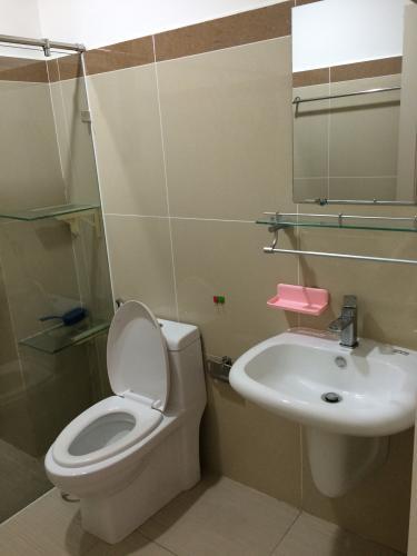 Nhà vệ sinh Era Town Quận 7 Căn hộ Era Town tầng thấp, ban công rộng rãi, đầy đủ nội thất.