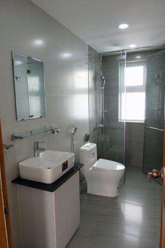 phòng vệ sinh nhà phố park riverside Nhà phố Park Riverside Tân Cảng đầy đủ nội thất, hiện đại.