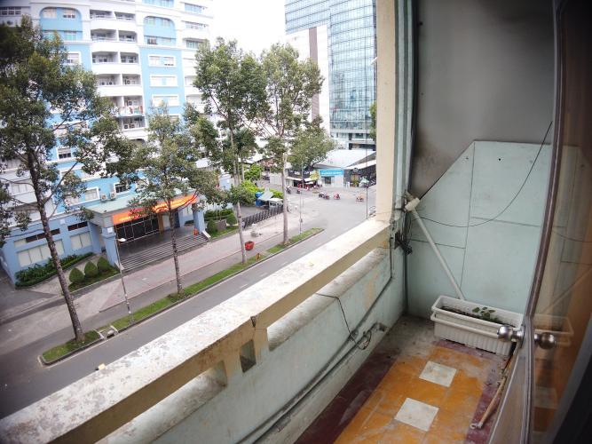 Ban công căn hộ chung cư Trần Hưng Đạo Căn hộ chung cư Trần Hưng Đạo ban công hướng Đông Nam, view thành phố.