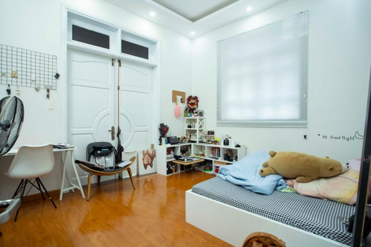 Phòng ngủ nhà phố quận 2 Nhà hẻm 2m Quận 2,  đầy đủ nội thất, có sân rộng trước nhà.
