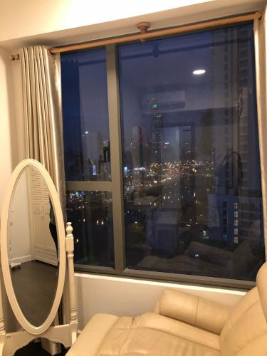 View River Gate, Quận 4 Căn hộ Rivergate Residence tầng trung, view Bitexco lung linh về đêm.
