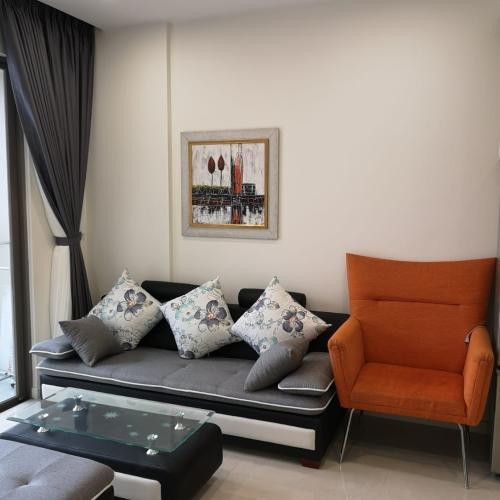 Phòng khách căn hộ MASTERI MILLENNIUM Bán căn hộ Masteri Millennium 2PN, diện tích 65m2, đầy đủ nội thất, view hồ bơi và Quận 4