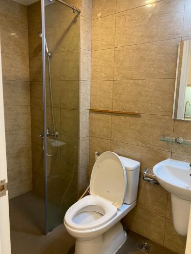 Toilet Masteri Millennium Quận 4 Office-tel Masteri Millennium 1 phòng ngủ, nội thất cơ bản.