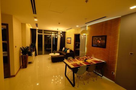 Bán căn hộ Vinhomes Central Park 3PN, diện tích 116m2, đầy đủ nội thất, hướng ban công Tây Nam