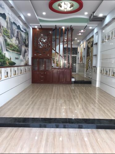 Phòng khách nhà phố Bình Tân Nhà phố mặt tiền Bình Tân hướng Đông, ngay ngã ba kinh doanh sầm uất.